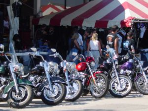 bikes-and-crowd-30977-m